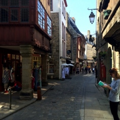 Prise en flagrant délit de Guide Vert dans les ruelles de Dinan