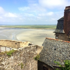 Vue sur la baie du Mont-Saint-Michel depuis le remparts